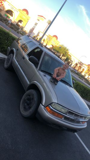 03 Chevy blazer CLEAN TITLE for Sale in Las Vegas, NV