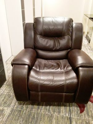LEATHER RECLINER for Sale in Oxon Hill, MD