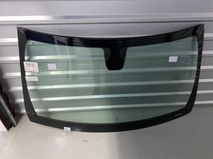 2014-2015 Jeep Grand Cherokee or Dodge Durango Windshield DW2028GTY for Sale in Queens, NY