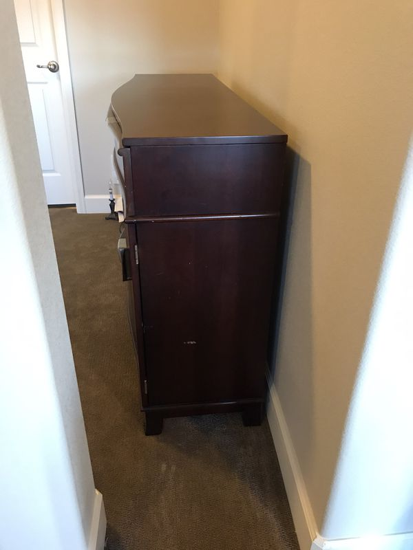 Side board buffet cabinet with wine rack