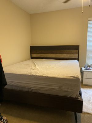 King bed frame + Mattress for Sale in Dallas, TX