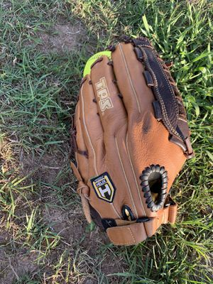 Leather Baseball / Softball Glove for Sale in Douglasville, GA