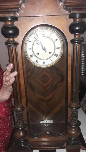 Antique Vienna regulator 8 day wind up clock for Sale in Woodbridge, VA