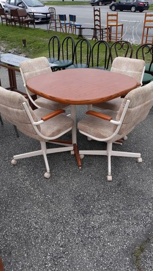 Kitchen Table With 4 Rolling Swivel Chairs Set for Sale in High Point, NC