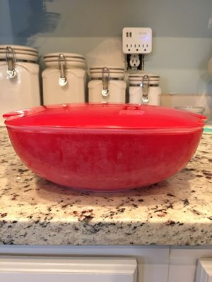 Red Pyrex casserole dish for Sale in Belmont, NC