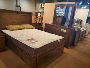4pc queen Bedroom set. Mattress not included for Sale in Santa Fe Springs, CA