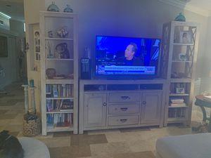 TV Entertainment set with 2 Bookshelves for Sale in Boca Raton, FL