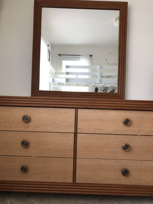 Bedroom Set - headboard, two night stand drawers, mirrored drawers, and adjustable bedframe. for Sale in West Covina, CA