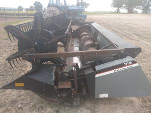 Gleaner 315 flex head for Sale in Falcon, MO