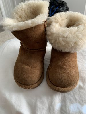 UGG Toddler Boots Size 7 for Sale in Tucker, GA