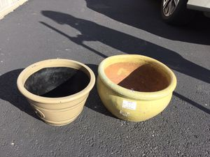 Ceramic flower pots used in good condition. Asking $20 each and negotiable for Sale in Columbus, OH