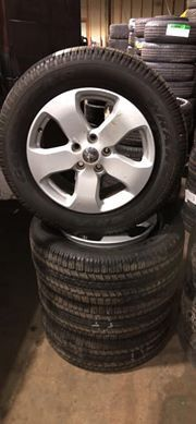 (4) Jeep Cherokee Tires and Wheels 265/60/18 for Sale in Philadelphia, PA
