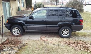 2002 jeep grand chero kee blown motor does not run for Sale in Heath, OH