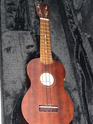 Sunlite guitar Model No. Us-200 with Case and Strap for Sale in Seattle, WA