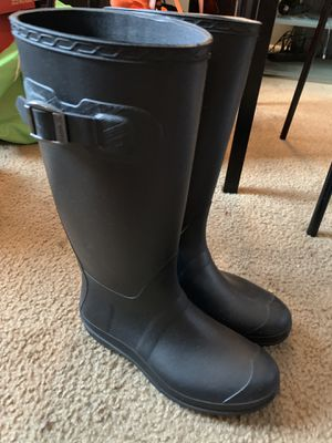 Women's size 7 rain boots for Sale in Columbus, OH