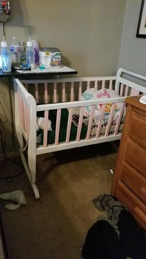 Baby craddle and changing table for Sale in Watauga, TX