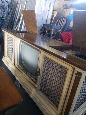 Vintage Magnavox TV and stereo combination console cabinet for Sale in Downey, CA