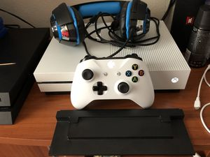 XBOX ONE S, 2 TB, HEADSET, 5 GAMES, CONTROLLER, STAND for Sale in Tacoma, WA