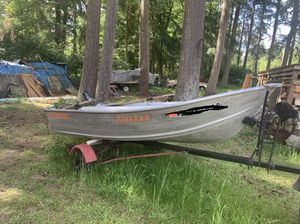 Smoker craft Alaskan Aluminum Boat 12 feet with electric motor and trailer for Sale in Bothell, WA