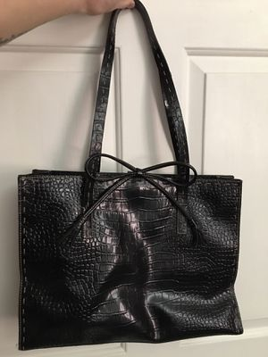Liz Claiborne Tote (Black) for Sale in PA, US