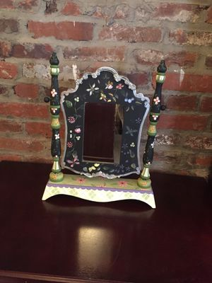 Adorable Tabletop/Vanity Mirror for Sale in Nottingham, MD