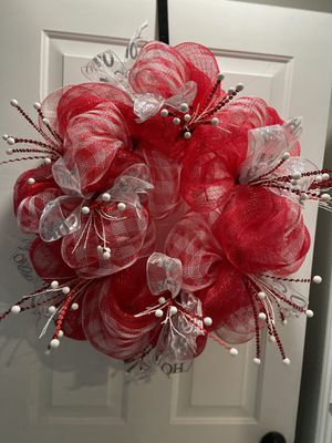 "30"" red and white mesh wreath for Sale in Grand Prairie, TX"