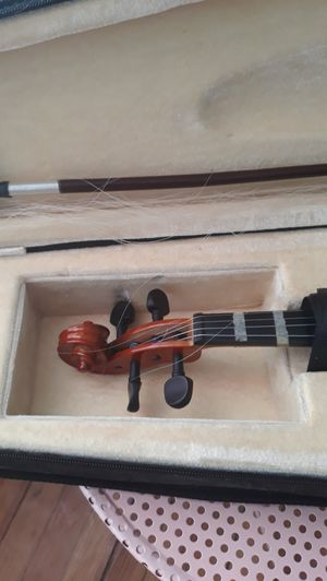 Violin just replace strings..beautiful for Sale in Waterbury, CT