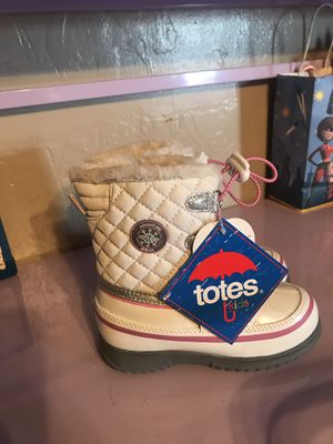 Brand new Totes snow boots for Sale in Tarentum, PA