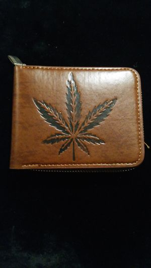Wallet leaf design with zipper for Sale in Chicago, IL