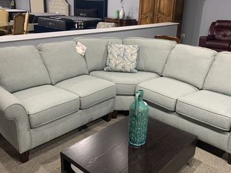NEW FLEXSTEEL SMALL SECTIONAL for Sale in Baltimore,  MD