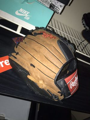 Baseball glove for Sale in Wesley Chapel, FL
