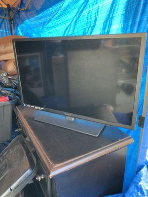 32 inch TV for Sale in La Mirada, CA