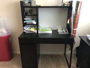 Medium size desk for Sale in Seattle, WA