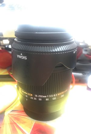 Sigma 18-250mm f.3.5-6.3 for canon Ef-Efs mount for Sale in San Antonio, TX