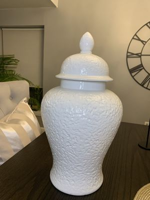 White ginger jar 20 inch tall for Sale in Livonia, MI