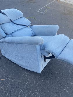 LAZBOY LIFT CHAIR $120 for Sale in Santa Ana,  CA