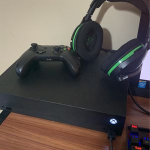 Xbox One X With Headsets for Sale in Orient, OH