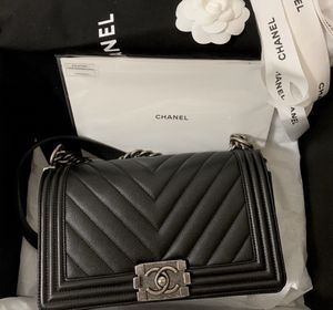 Chanel Chevron quilted caviar old medium boy bag for Sale in Beverly Hills, CA