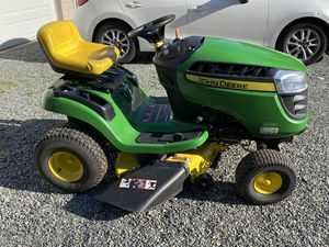 "John Deere D110 42"" deck riding lawn mower for Sale in Woodinville, WA"