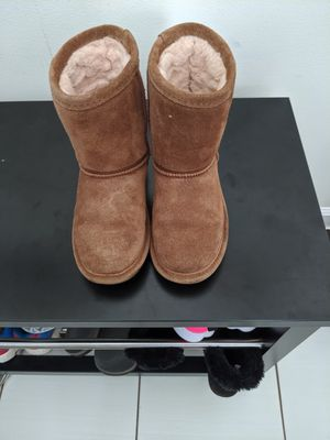 Bearpaw toddler girls 11 boots for Sale in Romeoville, IL