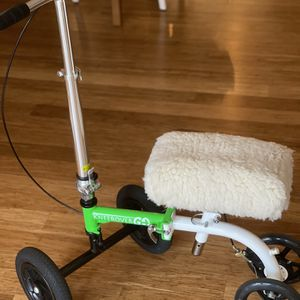 KneeRover GO HYBRID -with Knee Rover Premium Padding. Most Compact Knee Scooter with All Terrain Front Wheels for Sale in Bellevue, WA