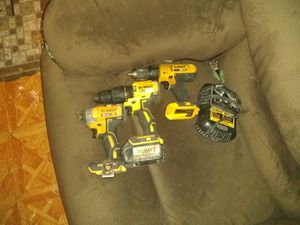 De Walt hammer drill impact and screw gun with charger one battery 5 hours for Sale in San Antonio, TX