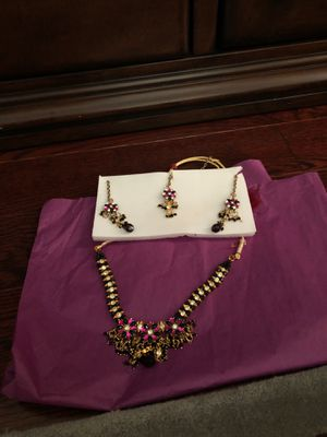 Black and pink necklace and earring set for Sale in Bethesda, MD