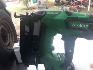 Hitachi NT 6865 DM 16GA.2pilas cargador for Sale in Long Beach, CA