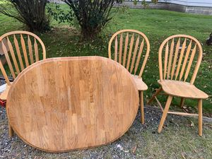 Solid oak kitchen table with 4 matching chairs for Sale in Lakewood, WA