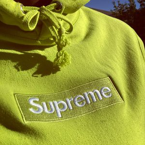 Authentic Supreme Hoodie. for Sale in Las Vegas, NV