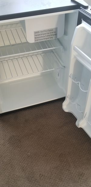 MOVING SALE everything must go by the 26th!!!: mini fridge with freezer for Sale in Silver Spring, MD