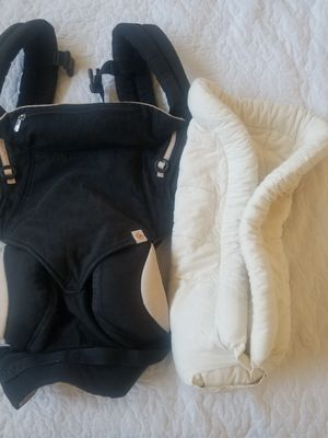 Ergobaby 360 carrier with easy snug insert for Sale in Tolleson, AZ