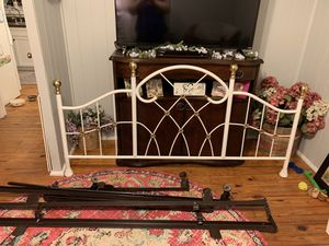 King size metal bed with frame for Sale in Cairo, GA