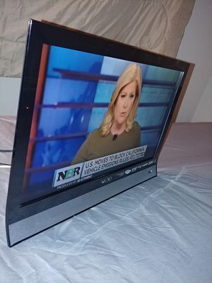 """VIZIO 22"""" Class LED-LCD 1080p 60Hz HDTV, 2.27"""" ultra-slim, E220VA for Sale in San Jose, CA"""
